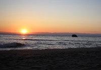 佐渡にかかる夏至の夕陽