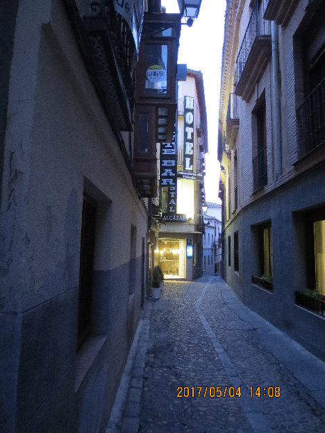 スペイン_トレド_ホテルへの小路