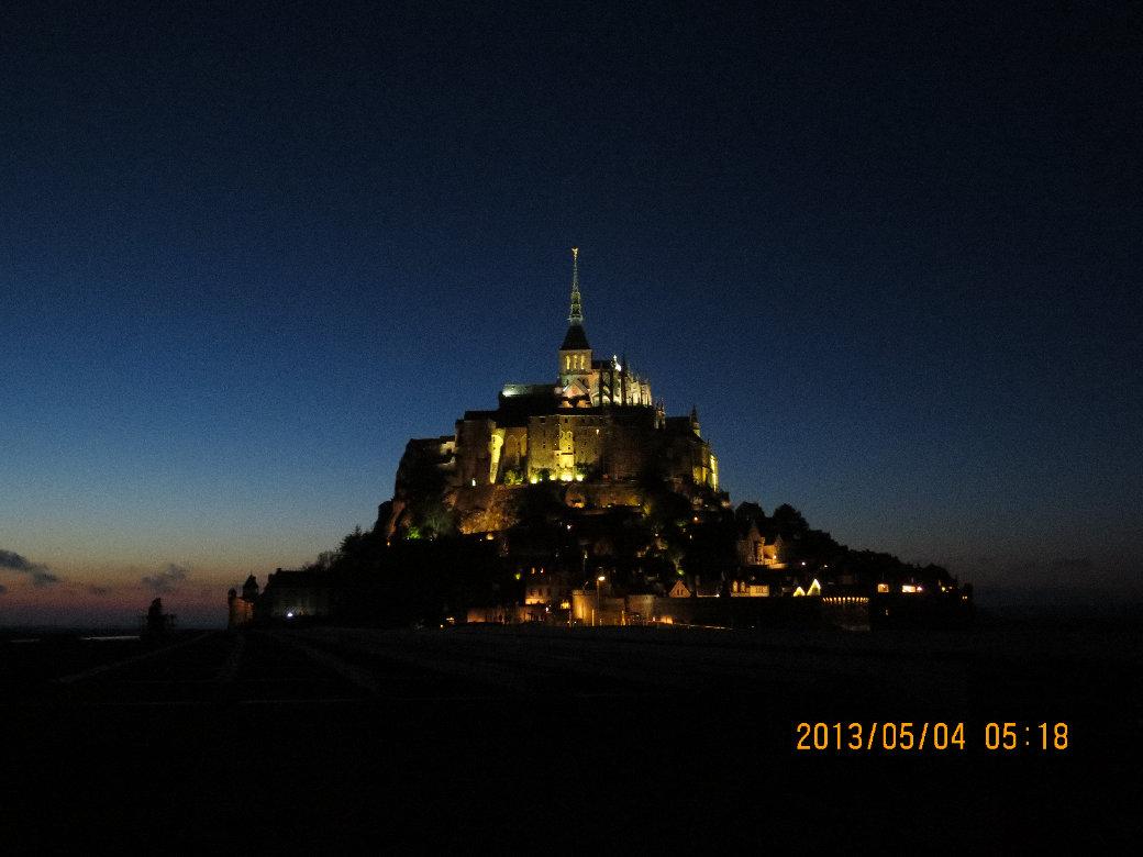 フランス_モンサンミッシェル夜の全景