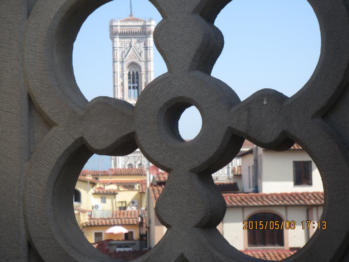 ウフィツィ美術館テラスから望むジョットの鐘楼