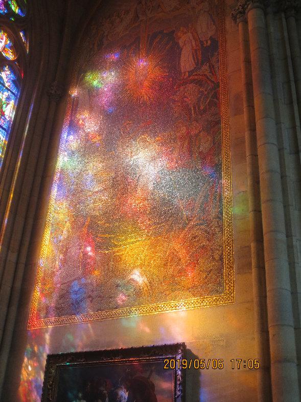 プラハ聖ヴィート教会_花火模様の光影