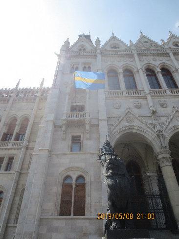 ハンガリー国会議事堂のセーケイ国民旗