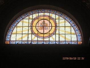 ブダペスト聖イシュトヴァーン大聖堂内対のステンドグラスb