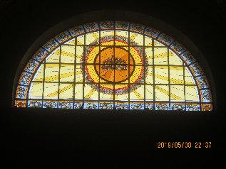 聖イシュトヴァーン大聖堂内対のステンドグラスa
