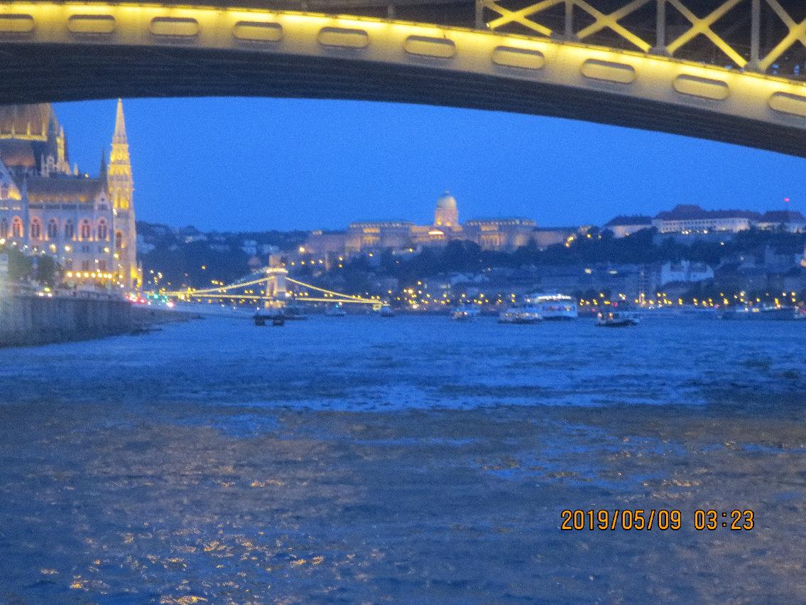 ドナウ川マルギット橋からの夜景